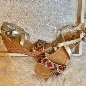 Minnetonka Beaded Cork Wedge Sandals Gold SZ 10